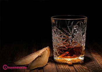 Uống rượu có giúp làm giảm đau bụng kinh? 1